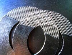Grafika gasketo plifortigita per metala maŝo